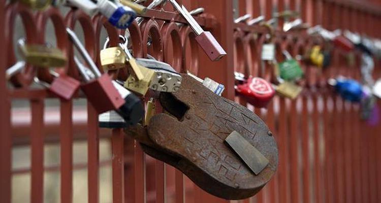 instakc captures love locks bridge visit kc