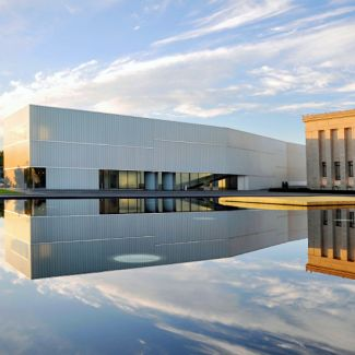 exterior view of Kansas City's Nelson-Atkins Museum of Art